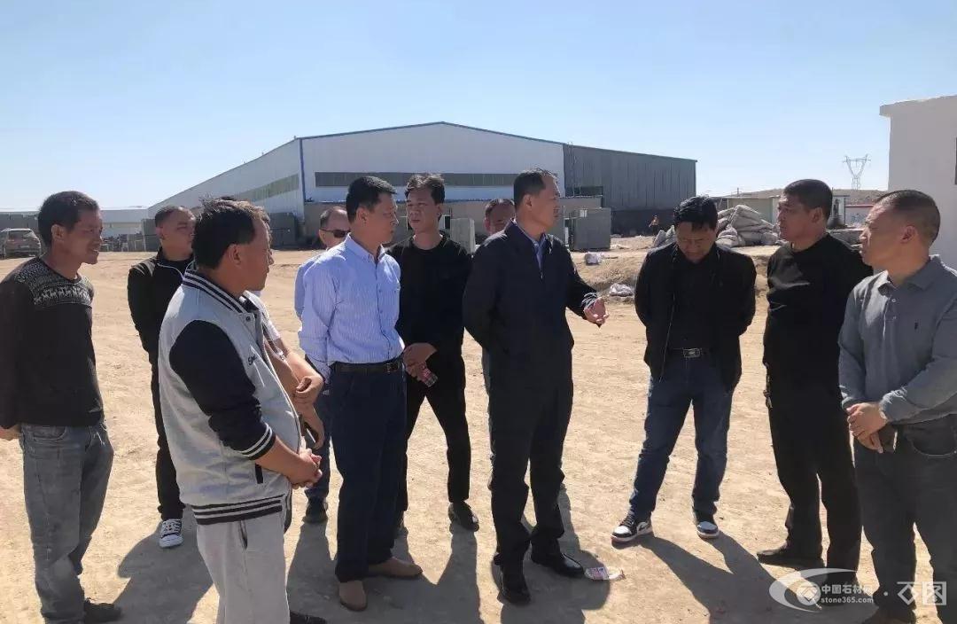乌拉特中旗自然资源局督查(石材)矿山企业安全生产工作
