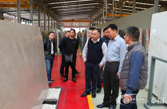 中宣部副主任宮秉祥到水頭考察石材加工業