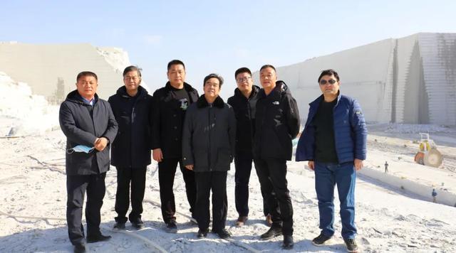新疆建设兵团十三师领导莅临中部(麻城)石材循环经济产业园考察
