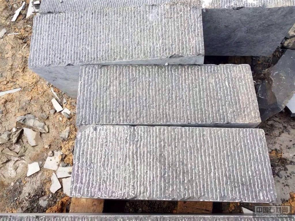 中国石材网 石材产品 石灰石 > 栈道面  目前价格:面议 产地:黔南布依