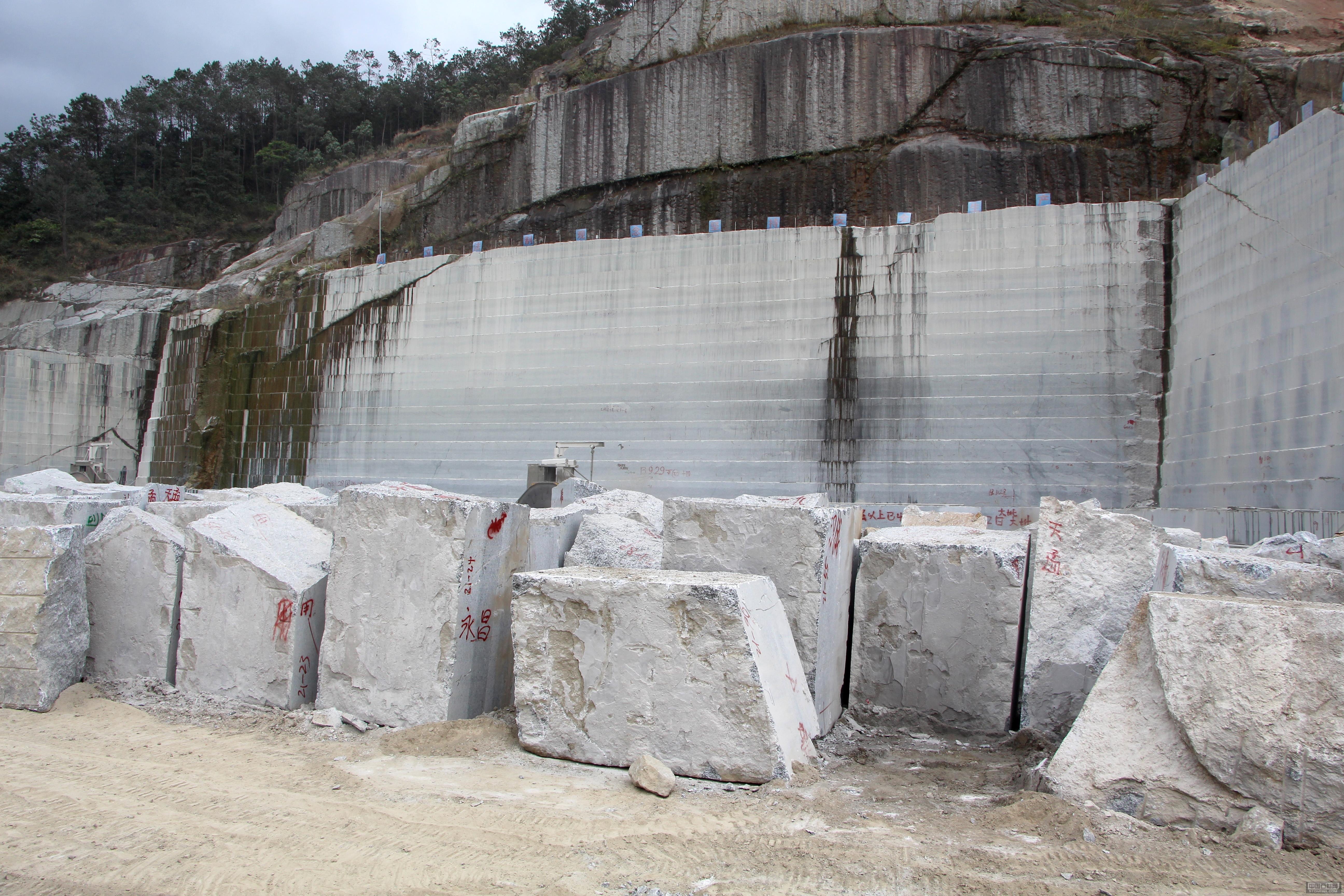 加工各种厚度工程板,自有矿山