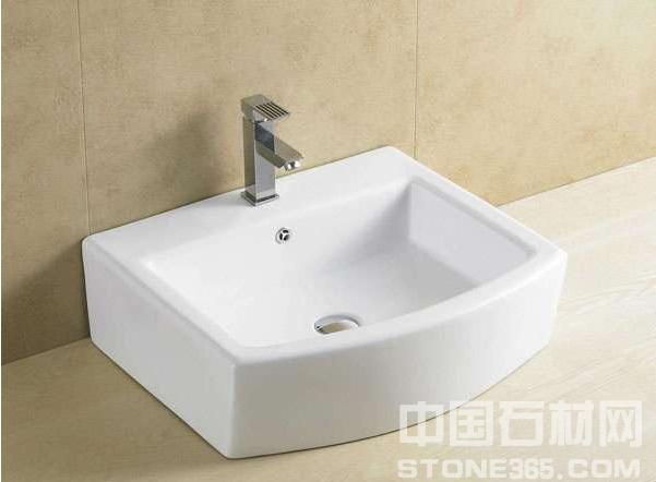 现在市场的洗手盆种类有很多,大理石洗手盆是比较受欢迎的一种,大理石洗手盆怎么样呢? 大理石洗手盆怎么样 1.优点 从外观上看,这种材质的台面具有逼真的大理石纹理,装饰效果良好,且质感平整光滑。它具有抗变形、抗压、耐磨等优点,是一种强度高、不易受损的台面。此外,大理石洗手盆台面不易粘灰,容易清洁,其维护过程简单方便,有利于延长它的使用寿命。大理石洗手盆台面还具有抗腐蚀、耐高温的优点,具有较强的物理稳定性。 2.