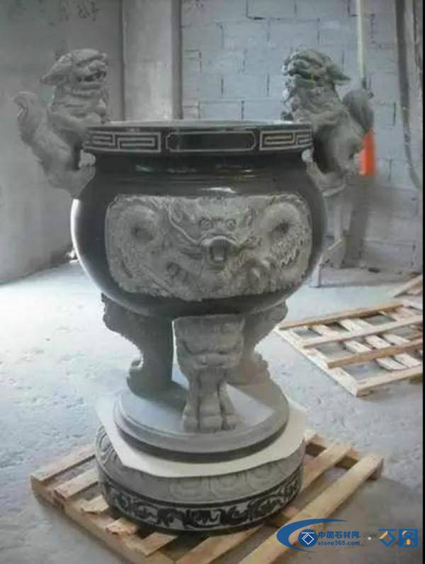 精美的石雕香炉高清大图