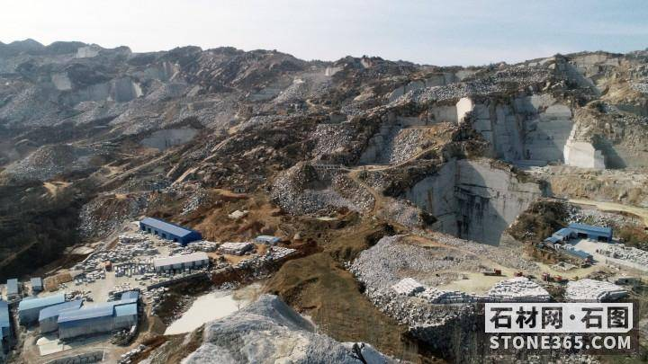 新疆托克逊县库米什一带饰面石材花岗岩矿二区采矿权挂牌出让布告