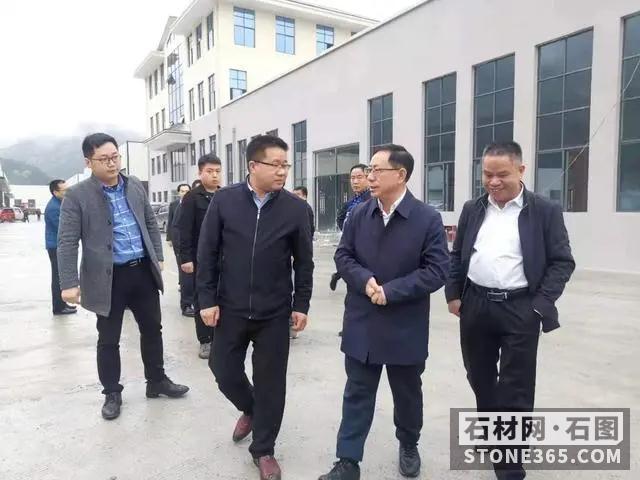 贵州锦屏县委书记调研石材工业开展作业