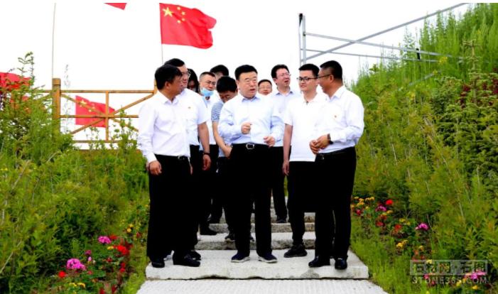 吉林省委常委、组织部部长张恩惠莅临吉林白麻绿色矿山调查调研