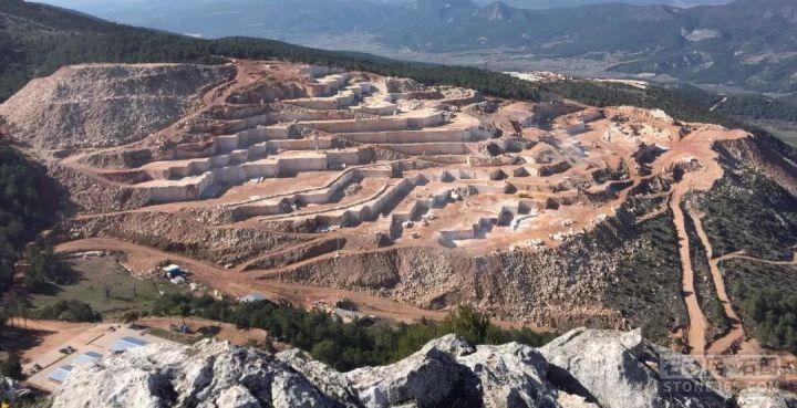 总投资约30亿元,安徽省新桥智能生态石材产业园开工建造