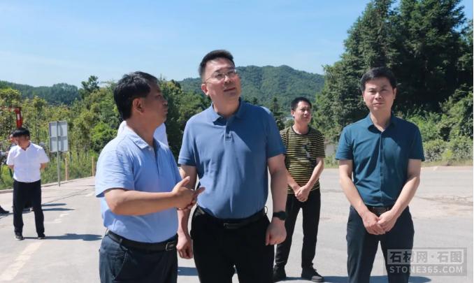 江西省景德镇市委副书记、市长高翔调研矿山修正管理作业