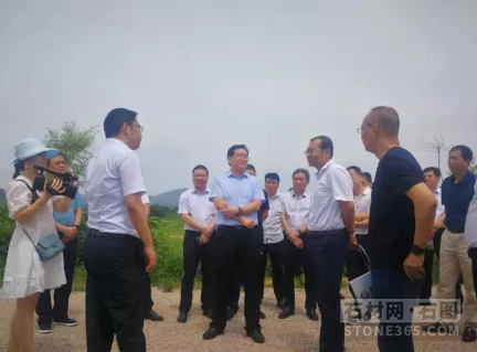 渭南市副市长高振鑫在宝鸡调查矿山生态修正作业