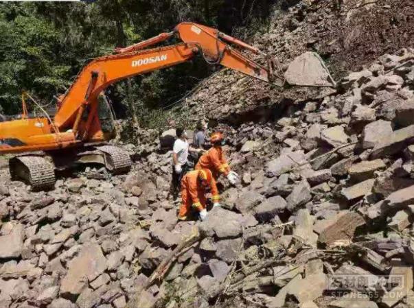 四川南江一矿山滑坡,导致一人被埋罹难