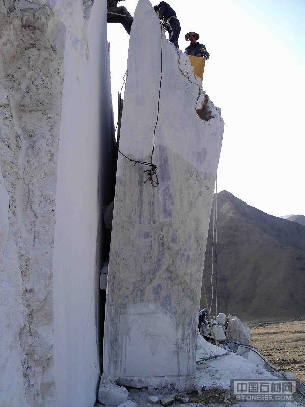 新疆波尔图翠玉荒料