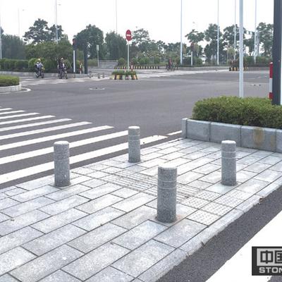 红绿灯人行道等待区地铺挡车柱