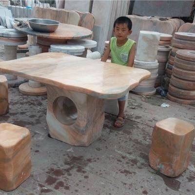 自然石石桌为园林增添色彩