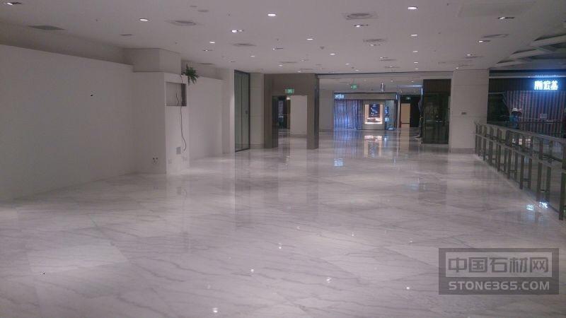 白色大理石客厅地砖