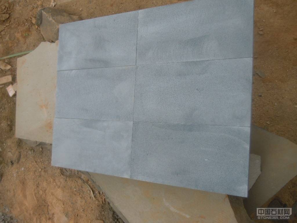 安山岩粗磨面
