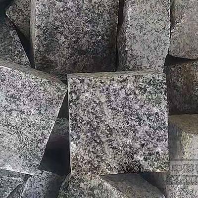 广西芝麻黑自然面小方块马蹄石