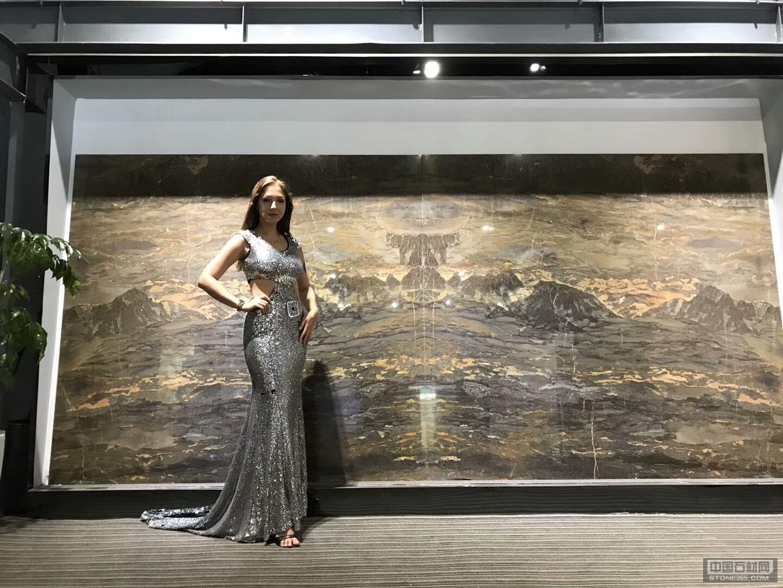 安第斯山水画与美女