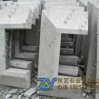 四方包柱石