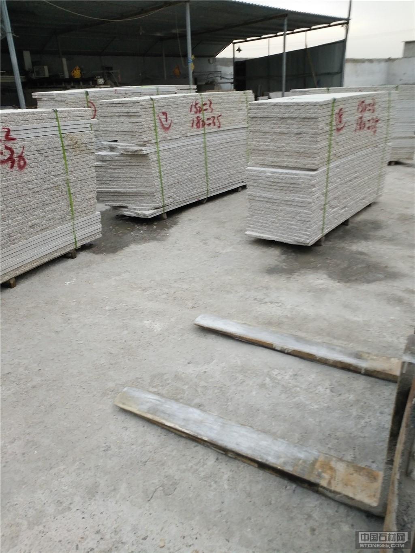 供应黄锈石毛板