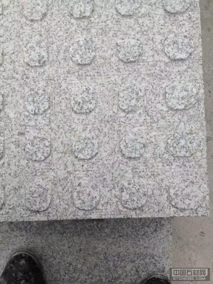 供应芝麻白盲道石
