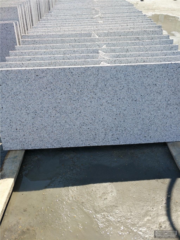 最新白锈石芝麻白外墙干挂板价格
