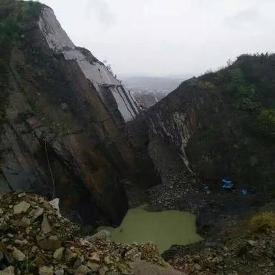 黑青石、绿青石、锈石板岩矿山