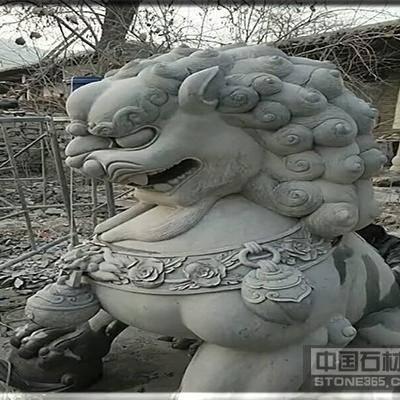 河南青石石狮子