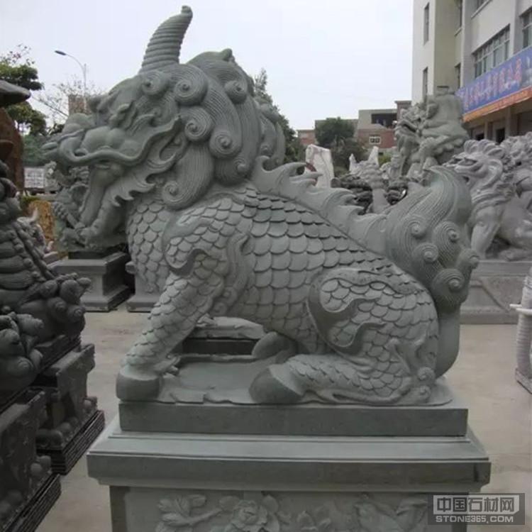 园林小区镇宅青石麒麟雕塑