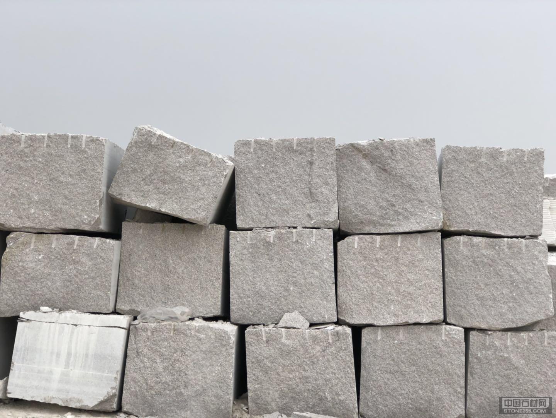 大量供应山东锈石荒料