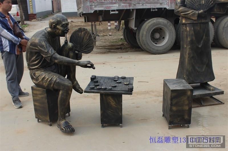 供应玻璃钢仿铜下棋雕塑的厂家