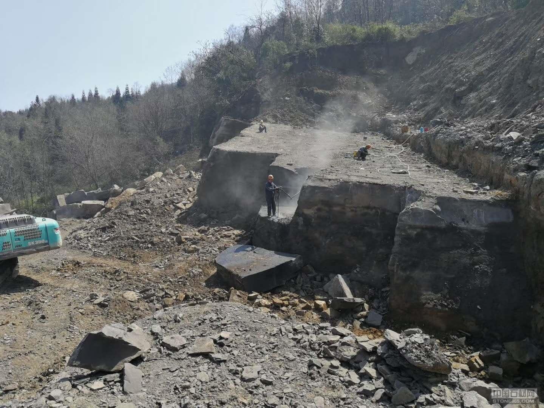 雅蒙黑矿山荒料