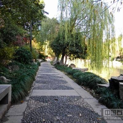 河边公园雨花石路铺