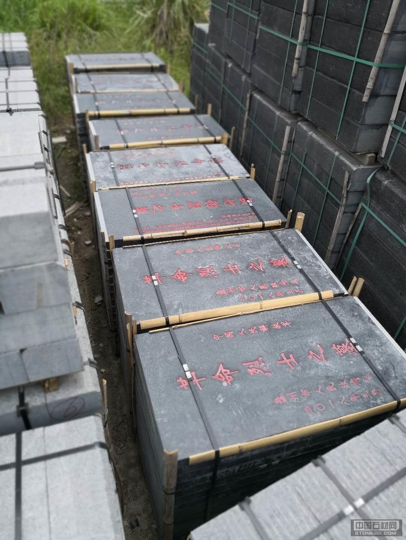 芝麻黑墓碑