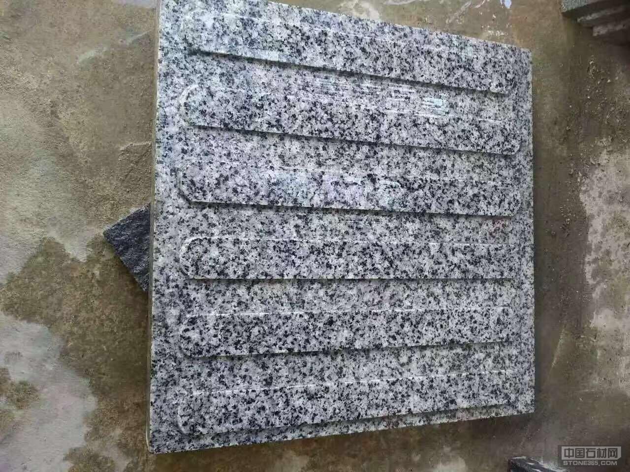 芝麻灰盲道石