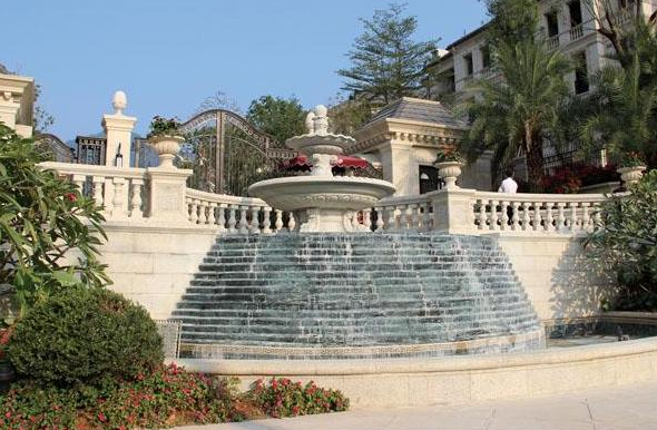 黄金麻喷泉花钵