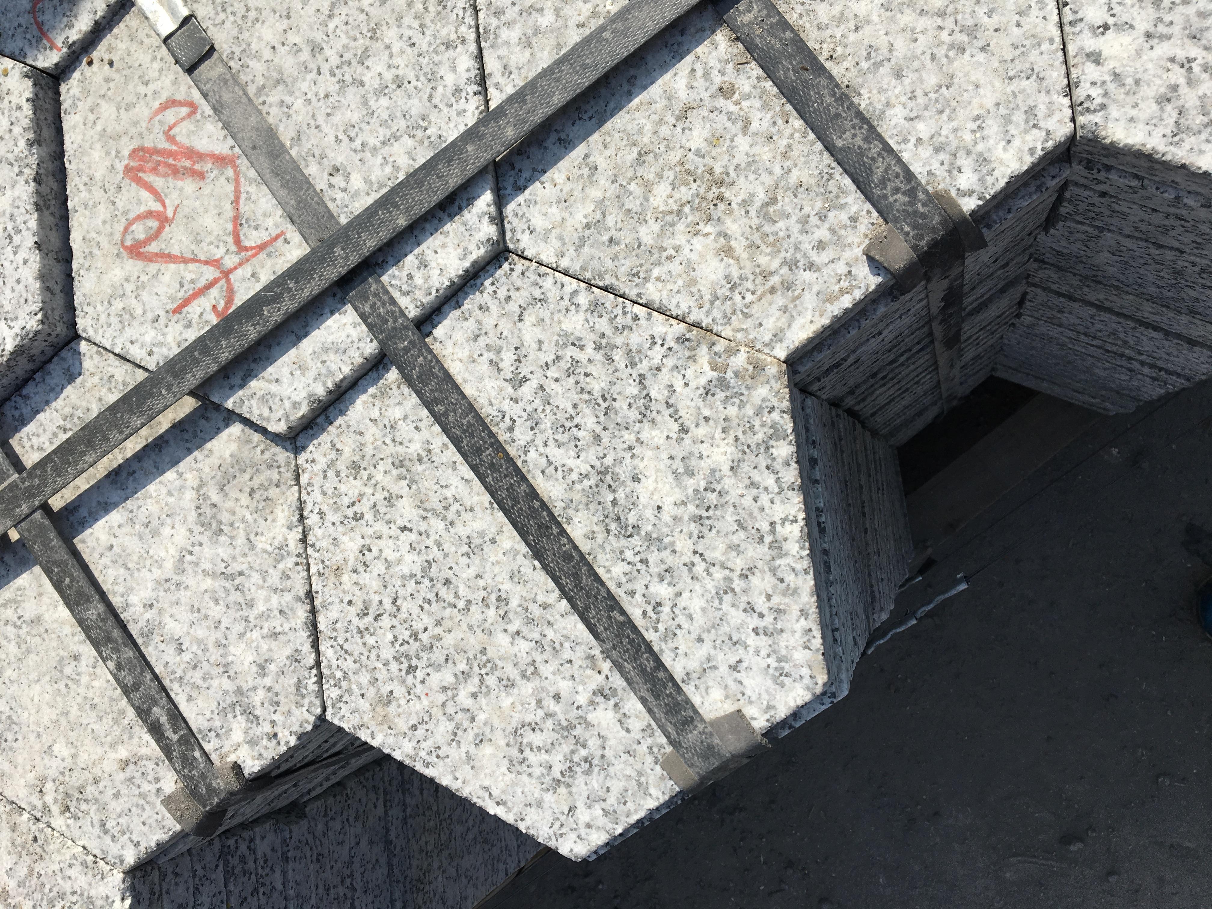 福建芝麻灰亚博体育在线投注六角砖芝麻灰地铺