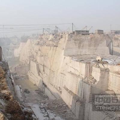 黄锈石矿山