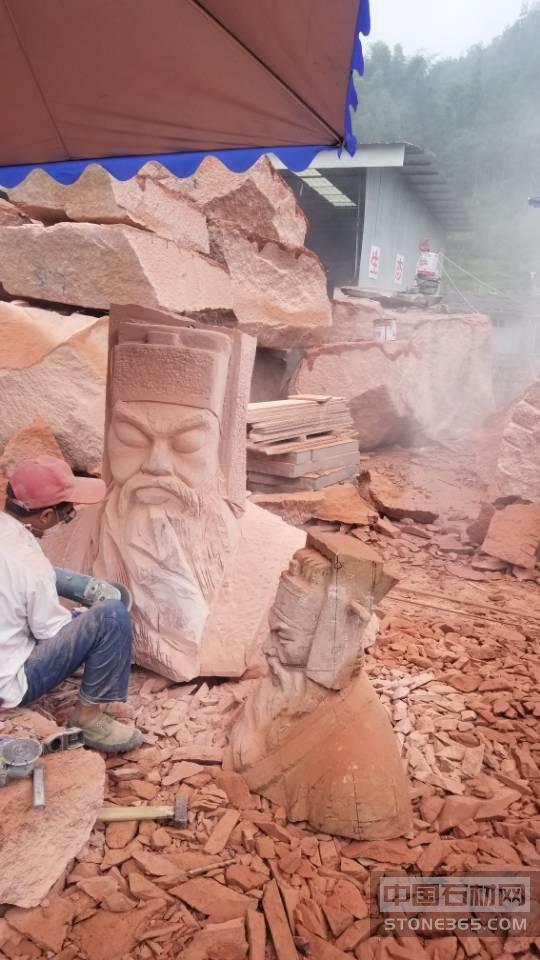 中国红bwin人物雕像