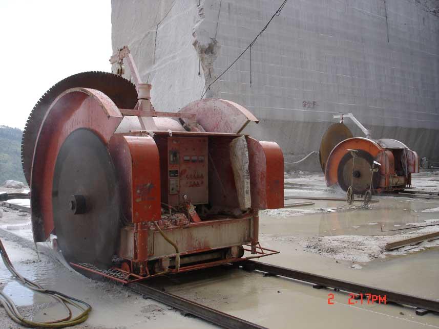 矿山采石机