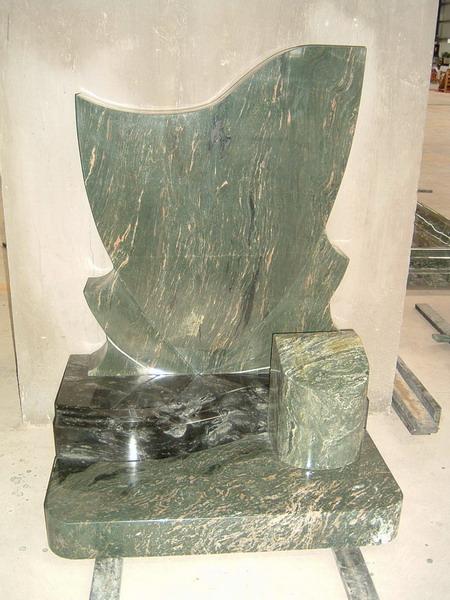 三立达翡翠绿墓碑