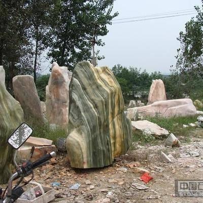 森林绿风景石